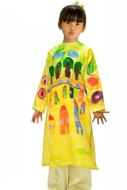 Áo dài trẻ em - TE110 You want a dress with your kid's very own painting? Here you go :)
