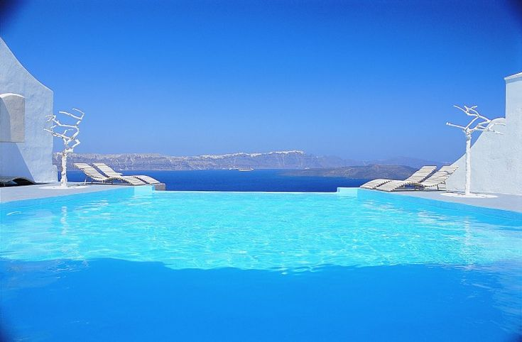 Astarte Suites is a spectacular 9-room complex designed by Aygoustis Krousis and located on a cliff on the beautiful Santorini Island in Greece. Small, but with impeccable services, infinity pool, and unforgettable views, the hotel is perfect for a romantic getaway.