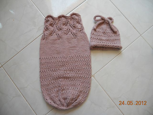 Free Knitted Baby Cocoon Pattern : 1000+ images about Knitting - Baby Cocoons on Pinterest Rompers, Baby cocoo...