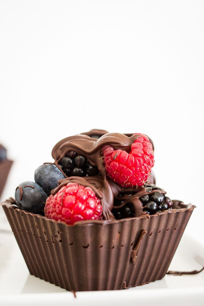 Cups with Fresh Berries | Chocolate Desserts, Berries and Dessert Cups ...
