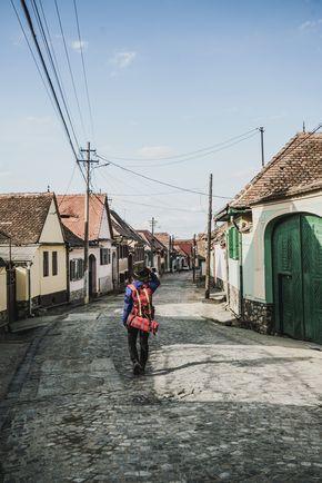 Reisen durch Rumänien. Wir haben die besten Travel-Tipps für euch gesammelt. Es gibt drei Hauptgebiete, in die sich das Land Rumänien oder auch Romania unterteilt: Transsilvianien im Westen, die Walachei im Süden und Moldawien im Osten.