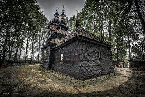 Miejscowość Powroźnik, kościół drewniany.