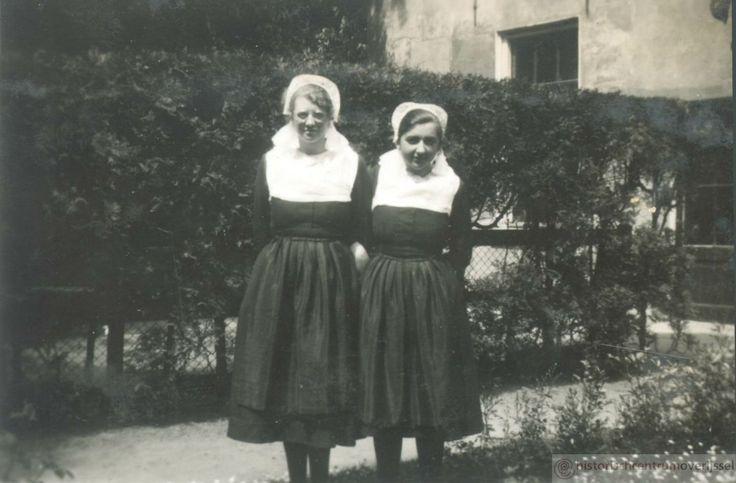 Weesmeisjes in Hervormd weeshuis Zwolle