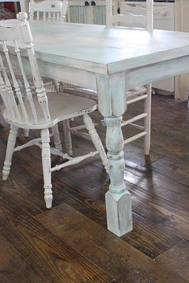 Creating a Shabby Farmhouse Finish via @ShabbyCreek