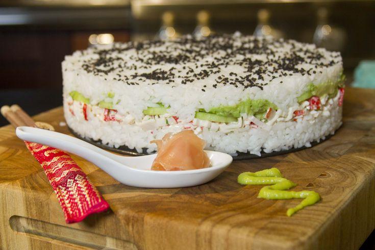 Si te encanta el sushi te encantará esta receta.  Es sushi en forma de pastel con tu relleno favorito.  Ideal para comidas y cenas.