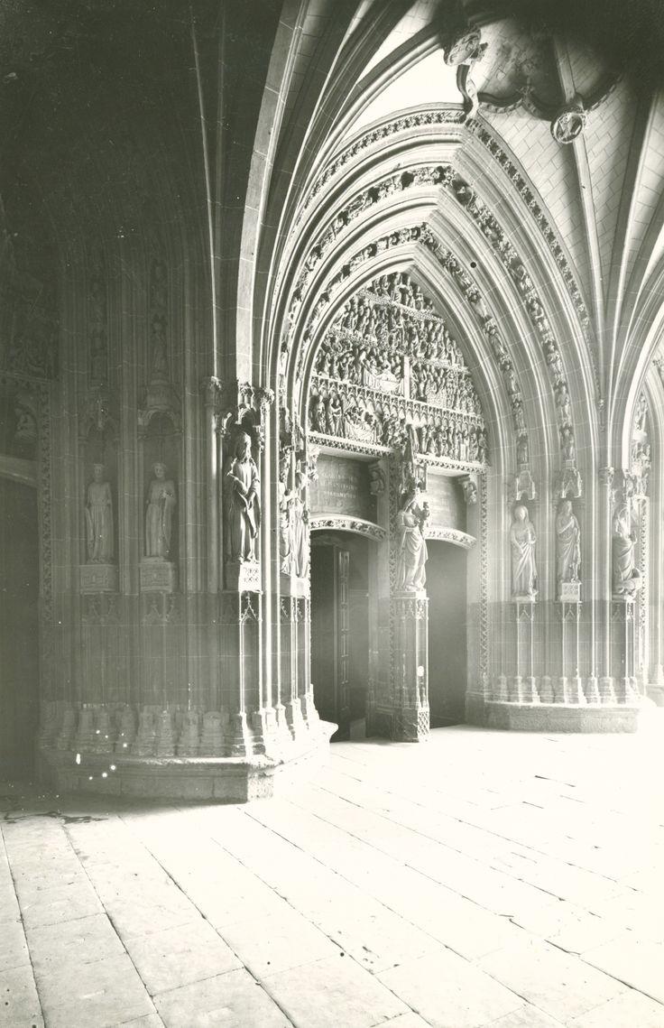 Pórtico de la catedral de Santa María. Año 1955 [APR]