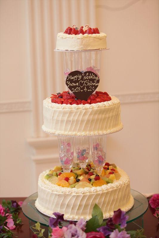 071 一番上はお二人が作られたケーキ!こんなことも出来ます。是非お二人だけの「らしさ」をケーキにしてみてください♡
