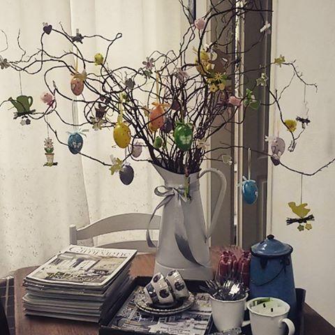 Happy #Easter! Wij zijn klaar voor het meest bijzondere feest van het #Christendom. #Pasen #Paasboom #Paastak #eggs #emaille #farmhousedecor