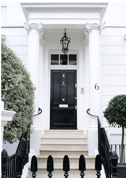 I loves me a glossy black front door!