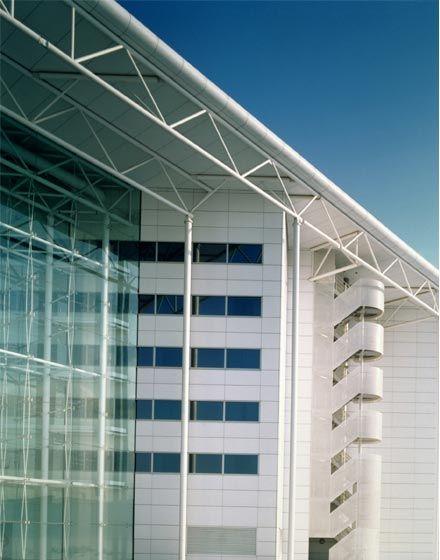 Heathrow Hilton, The Manser Practice #hotel #london #heathrow #hilton #window #glazing #glass #modern #facade