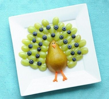 Encourage your kids to eat a healthy snack with this adorable Turkey made out of a pear and grapes! Save the fruit you don't use in FoodSaver® zipper bags! #FoodSaver #snacks