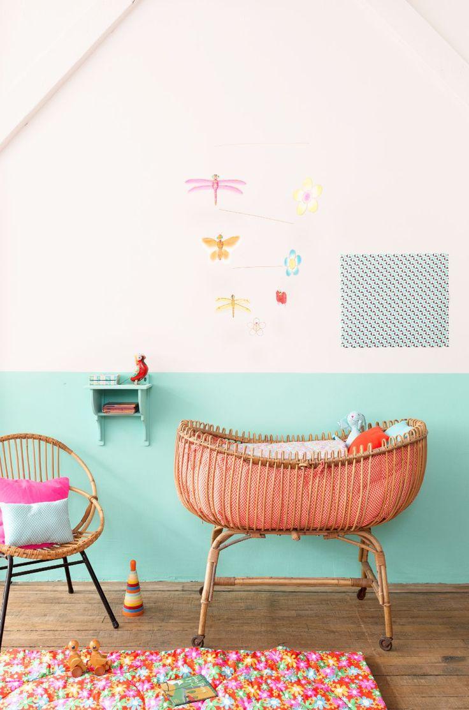 sweet kid bedroom - chambre d'enfant lit en rotin couleurs vives