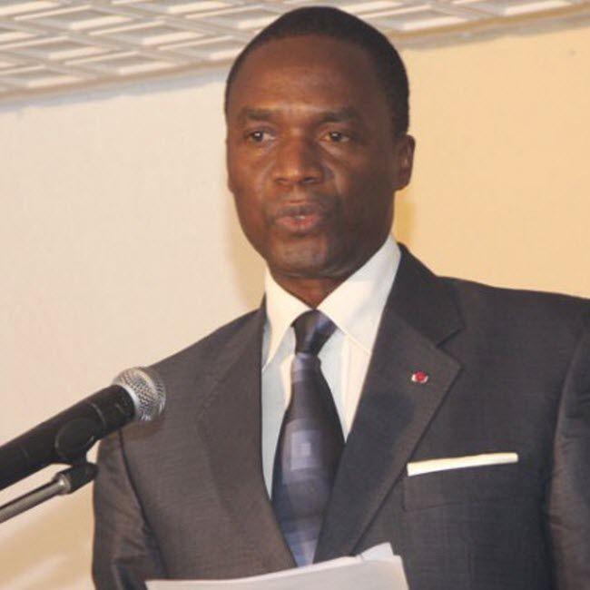 Depuis sa nomination comme ministre de la Défense le 02 octobre 2015, l'ancien patron de la région du Littoral cumule les deux fonctions.  A l'entrée des services du
