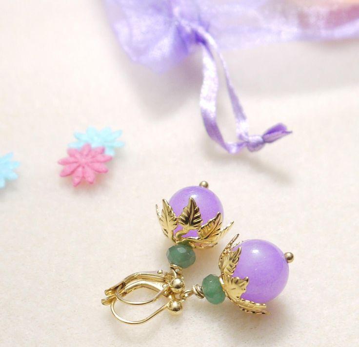 Ganz romantisch in Flieder - Ohrringe in Blütenform mit lila Jade | Perlotte Schmuck