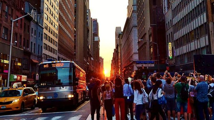 The best places to watch the Manhattanhenge sunset in NYC