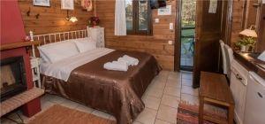 Δωμάτιο Κέδρος,δίκλινο παραδοσιακό δωμάτιο με τζάκι