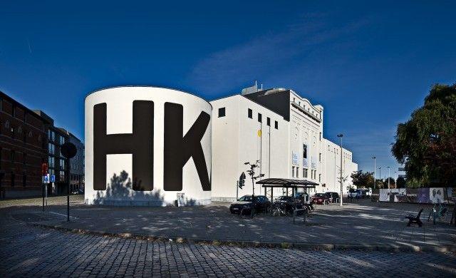 Het museum voor hedendaagse kunst in Antwerpen waar er verschillende tentoonstellingen lopen die je ogen doen openen.