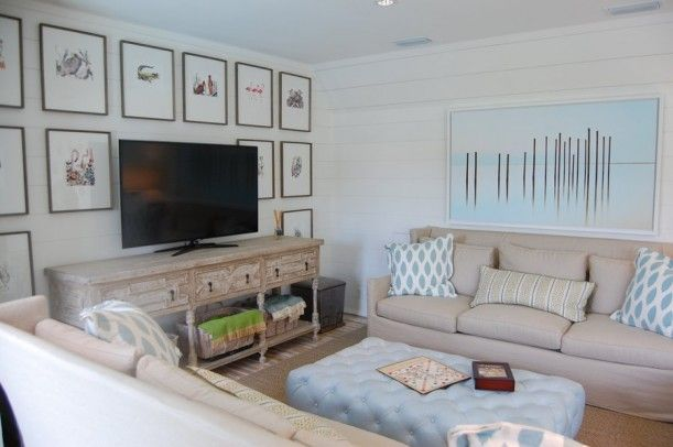 Frame around painting is similar to ours; again use various blue/ turquoise pillows. ~x~