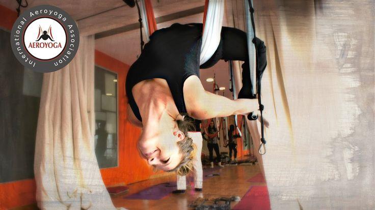 YOGA AEREO, #aeroyoga #yoga #aeropilates #pilates #pilatesaereo #yogaaereo #aerial #aerialyoga #aeroyogamadrid #aeropilatesmadrid #yogaaerien #fly #flying #acrobatic #gravity #acro #wellness #bienestar #salud #ejercicio #exercice #barcelona #valencia #sevilla #yogaaereosevilla #donosti #bilbao #almeria #catalunya