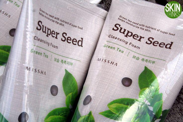 Hoy os presento la de Té Verde: Super Seed Cleansing Foam Green Tea  Hidrata y calma la piel sensible, equilibra el nivel de grasa, limpia los poros en profundidad y elimina el maquillaje y las impurezas. No deja sensación tirante. Con extracto de té verde reduce imperfecciones y rojeces, rico en vitaminas C y E.   Y recuerda el precio: 4,90€, el no va más.   #cosmeticacoreana #skinthinks #missha #cleansing #foam #kbeauty #ofertas #koreanbeauty #belleza #cosmetic