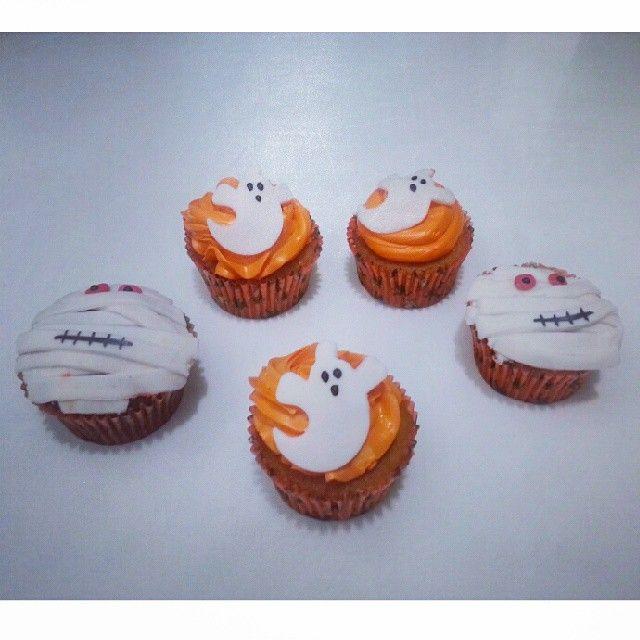 En #Halloween dejate sorprender con unos deliciosos #cupcakes de #SoSweet y #PasteleriaSoSweet - Llámanos en #Bogota al 317 657 5271 (1) 625 1684 o visítanos en #Cedritos en la Cra 11 No. 138 - 18. #HappyHalloween #FelizHalloween #Octubre. Síguenos también en www.Facebook.com/PasteleriaSoSweet Twitter: www.twitter.com/sosweetchef Pinterest: www.pinterest.com/sosweetcol e Instagram: www.instagram.com/pasteleriasosweet #spooky