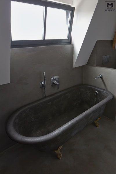Door ons gemaakte betonlook badkamer met een super stoer oud bad op gietijzeren pootjes dat - Badkamer retro chic ...