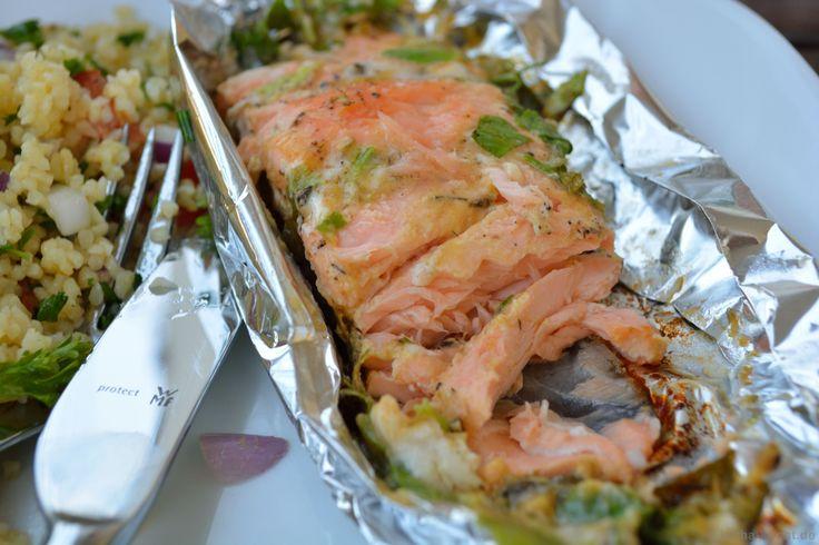 Dieser wunderbare Lachs in Honig-Senf Marinade ist eines meiner Lieblingsrezepte vom Grill - den solltet ihr auf keinen Fall verpassen!