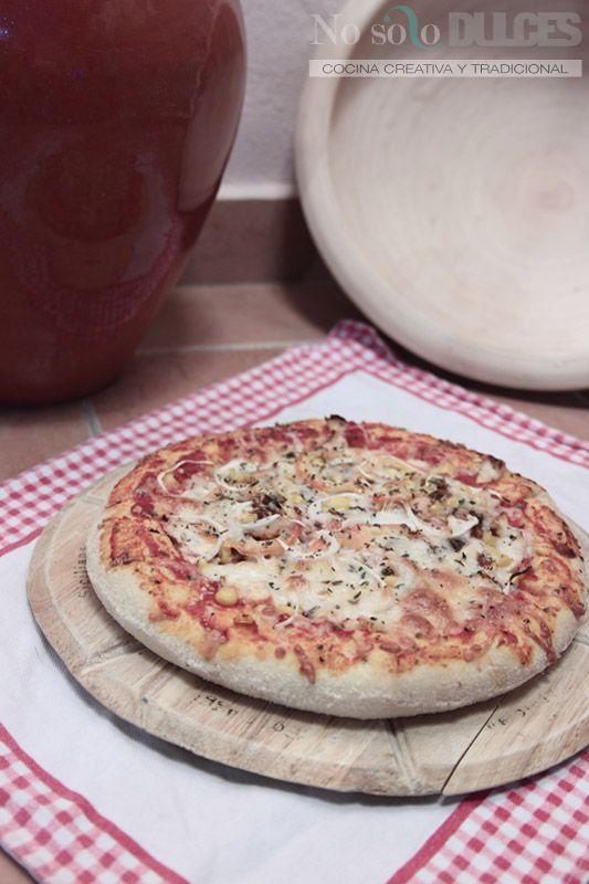Receta de la pizza Barbacoa Crème de Telepizza, con la masa pan y bordes rellenos de queso, con salsa barbacoa, carne, maiz, tomate natural y mucho queso