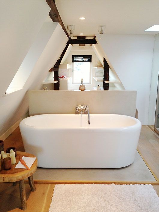 Apartment in the neighborhood of Jordaan in Amsterdam. Love the tub in this bathroom. And the shape of the space! sfgirlbybay