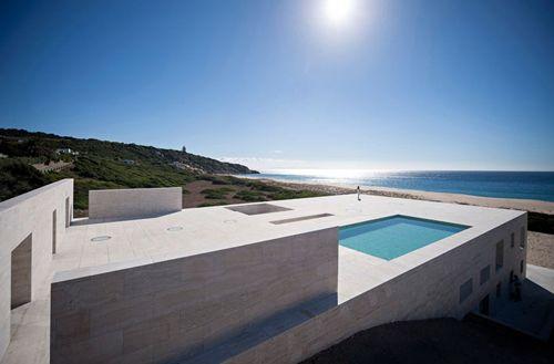 Infinite Plane in Cádiz #architecture #pools #beachhouse
