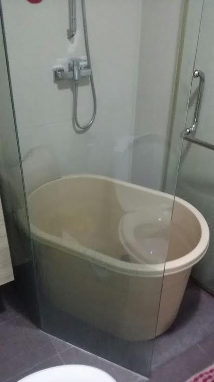 Small Hot Soak Portable Bathtub Fits Condo And Hdb
