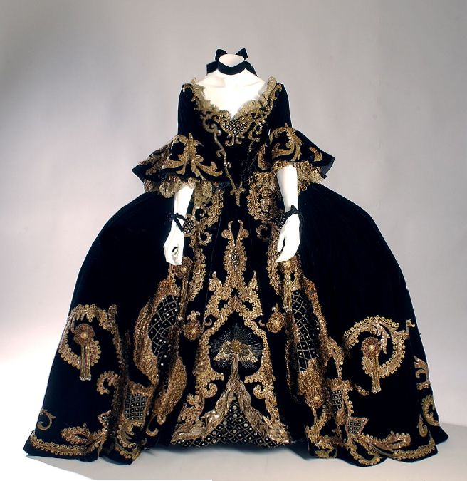 Norma-Shearer-umber-silk-velvet-two-piece-period-dress-by-Adrian-from-Marie-Antoinette
