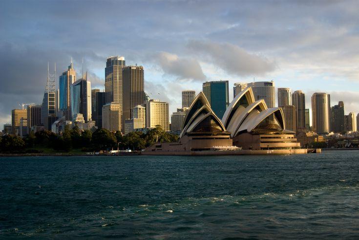 https://flic.kr/p/4TDHtJ | Sydney | Sydney Opera House with city in background