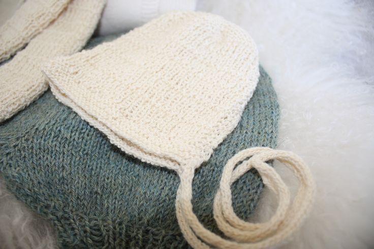 """Babybonnet. Pattern from the book """"Myk Start"""". Lue strikket i Nøstebarns silkeull med icord snor. #barselgave #baby #knit"""