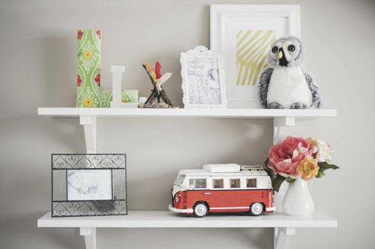 Love these simple shelves and brackets for e