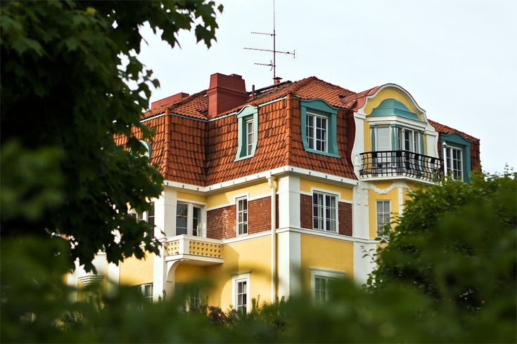 A residential building in the Eira district