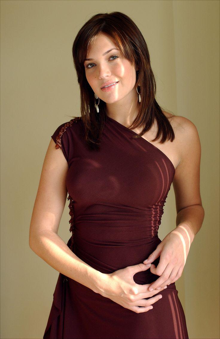 Mandy Moore Via: http://www.classybro.com/