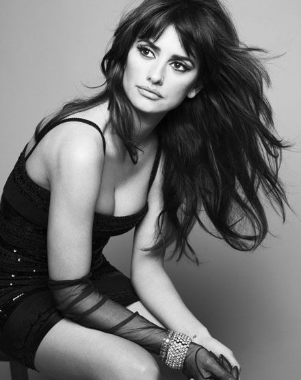 penelopeGirls Crushes, Penelopecruz, Hollywood Stars, Ads Campaigns, Long Hair, Beautiful, Black White, Turquoise Blue Cross, Penelope Cruz