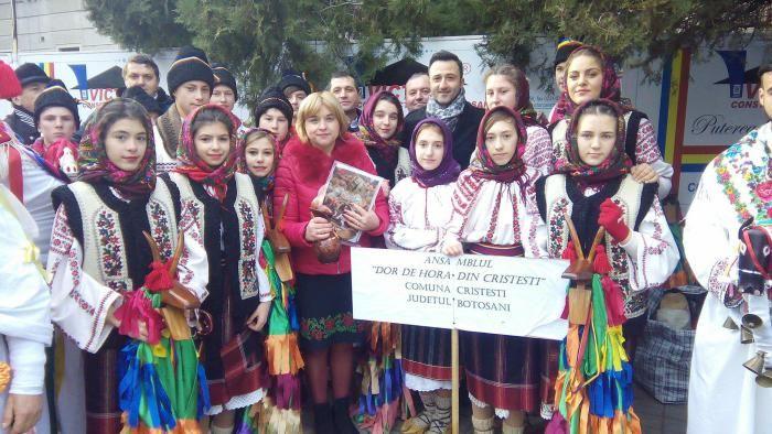 Doi tineri, miracolul de la Cristești și magia sărbătorilor de iarnă :http://www.informatorulbt.ro/doi-tineri-miracolul-de-la-cristesti-si-magia-sarbatorilor-de-iarna/