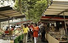 Paris bourgeois market: Marché Biologique Raspail. Photo: J. Brunton. ...Slice of life on the fashionable Rive Gauche, jhead for the Sunday morning rendezvous at Paris's first organic market on the Boulevard Raspail. People come here to be seen & shop -  prices are as upscale. Find an American baker who sells English muffins, a bio vigneron whose wine is called Chateau Coccinelle, Ladybird Castle, hand-knitted scarves, organic cheeses and not very politically-correct foie gras. Sunday a.m.