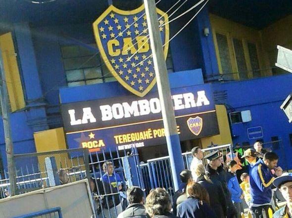 """El estadio """"Alberto J. Armado"""", más conocido como la """"Bombonera"""" de Boca Juniors, agregó a su cartel de bienvenida a los visitantes un mensaje en el dulce idioma guaraní. Sí. Hoy los paraguayos que deseen conocer la casa del club Xeneize serán bienvenidos con nuestra lengua natal. Aplausos."""