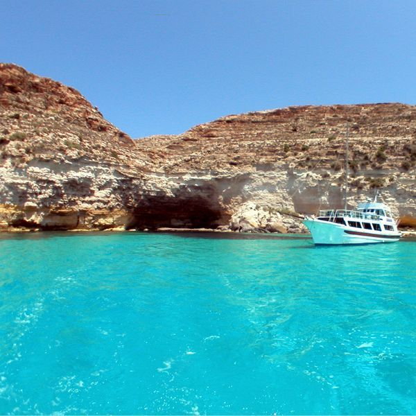 Vacation Villa In Lampedusa In 2020 Most Beautiful Beaches Places To See Vacation Books