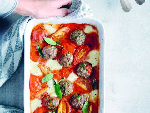 Recept van Sandra Bekkari: Lamsgehaktballetjes met tomaat en mozzarella