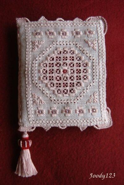 Whitework Embroidery: [格繡]Pink NeedleCase