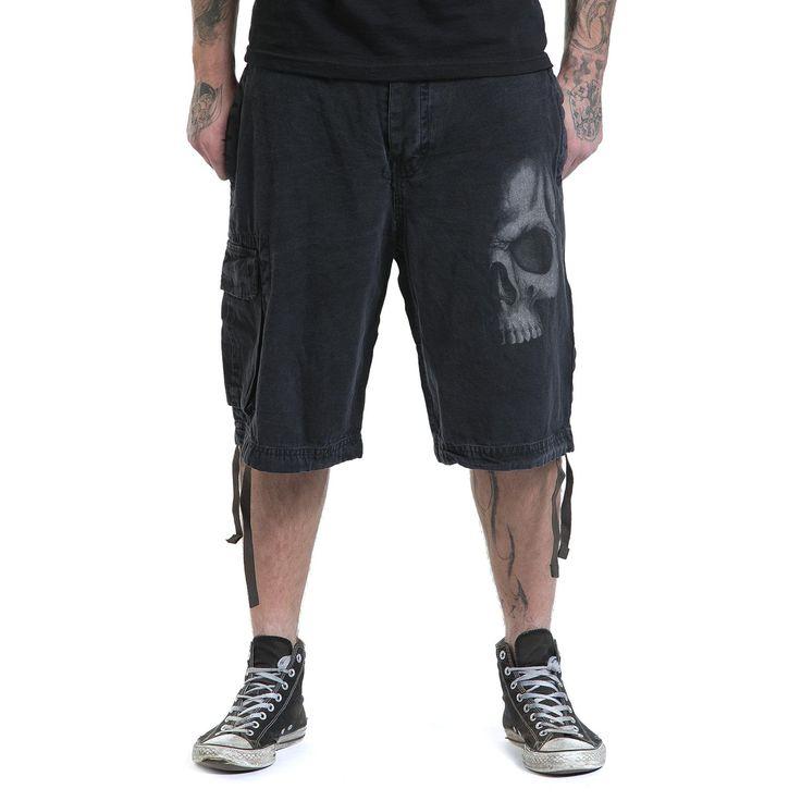"""#Pantaloncini neri """"Shadow Skull"""" del brand #Spiral in stile Vintage con stampa sia sul davanti che sul retro, chiusura a bottoni, tasca sulla gamba destra e coulisse in vita che permette di regolarne la larghezza."""