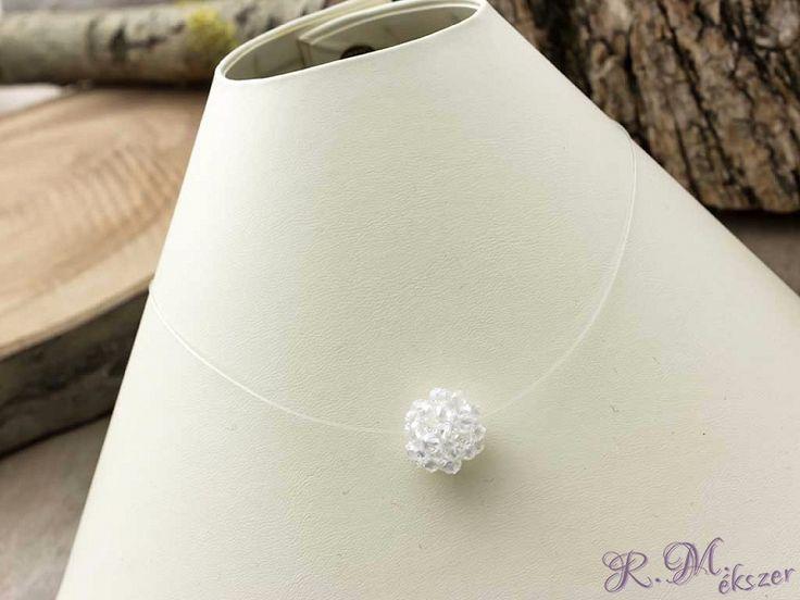 Swarovski kristályokból fűzött medál damil nyakláncon