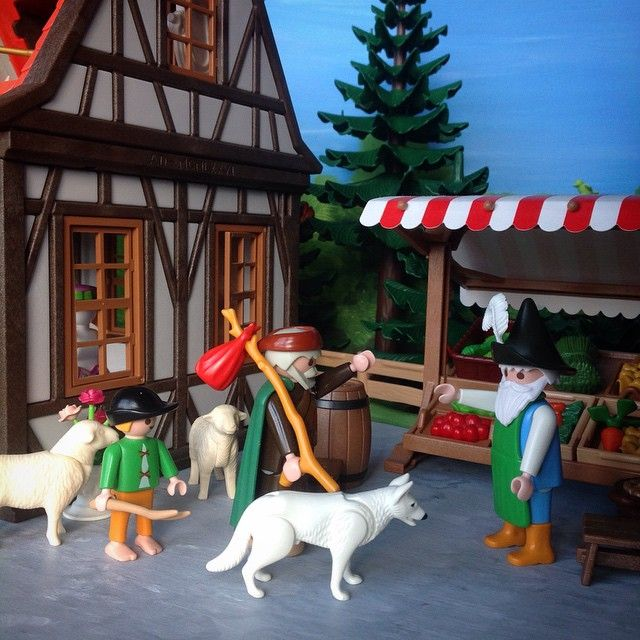 Bartholomew then visits his old friend Mr Jacobs, partly to procure supplies, but also to have a chat with his friend. #Mr.Jacobs #Bartholomew #shepherd #sheep #sheepdog #forest_village #playmobil #playmobilcollectorclub #forest_village #clicks