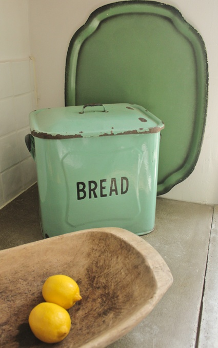 I have been in search of a bread box in mint or a long time!  Want this!