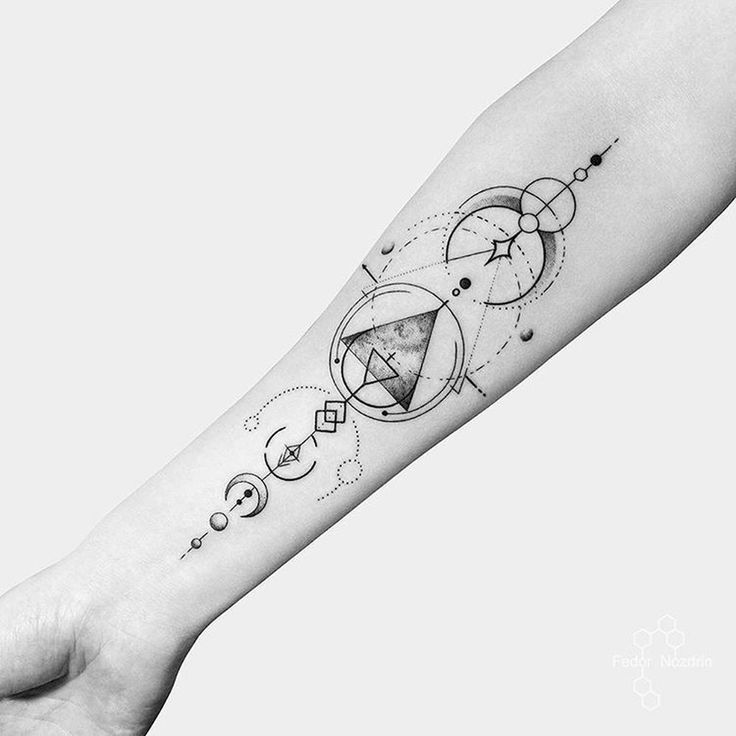 20+ Inspirierende geometrische Tattoo Designs Ideen   – Tattoos – #Designs #Geom…