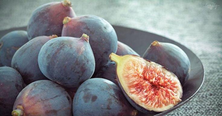 2) Meruňky Meruňky, podobně jako broskve, obsahují velké množství prospěšných živin. Jsou také bohaté na bílkoviny, sacharidy, vitamin A, železo a mnohé další minerální látky. Sušené meruňky jsou skvělým zdrojem železa. Poměrně dlouho vydrží, sušené se mohou skladovat i několik měsíců. V každých 150 gramech sušených meruněk najdete více než 50% denní doporučené dávky železa. …